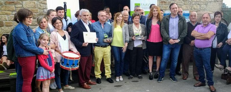 EL COLECTIVO VECINAL DE OLES Y EL GRUPO FOLCLÓRICO «LES XANINES» DE QUINTES RECIBEN LOS PREMIOS FAAVVI 2018